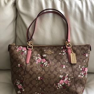 NWT COACH F30247 Signature Floral Bundle Print Ava Tote Shoulder Bag Purse $375